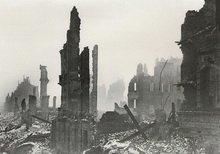 на фото: Дрезден, после англо-американских бомбордировок