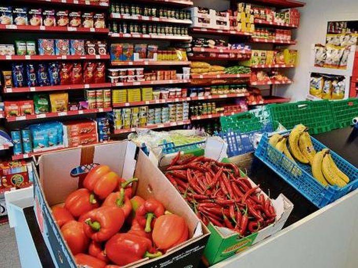Каждый день Брейвику будут выдаваться 8 евро на свежие овощи и фрукты, шоколадки и газировку.
