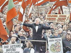 Так население Латвии митинговало за независимость от СССР