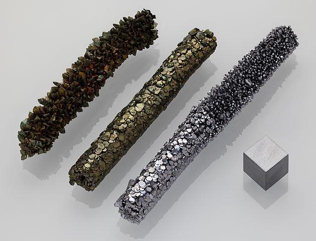 629px-Vanadium_crystal_bar_and_1cm3_cube