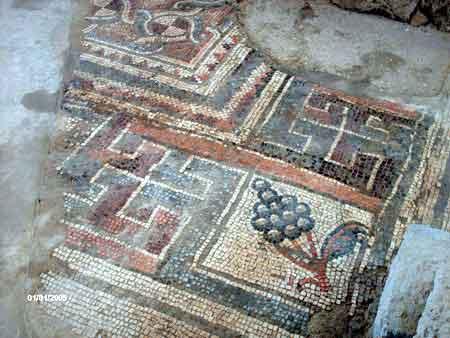 Античные свастики из мозаики. Фото: Яна Фалик/Великая Эпоха