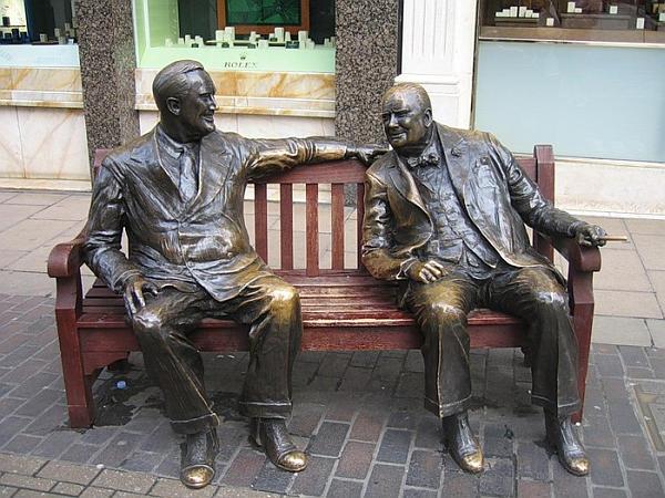 Памятник «союзникам» в Лондоне. Рузвельт и Черчилль.