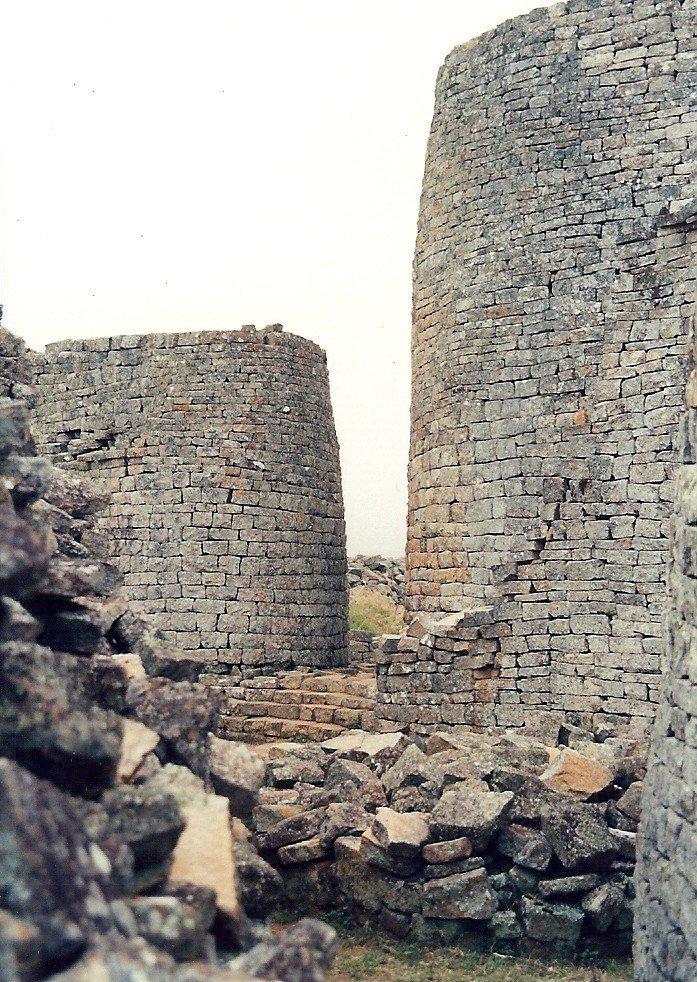 1365144978_tower_great_zimbabwe1