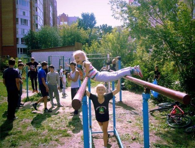 1368259896_devochka-na-brusyah