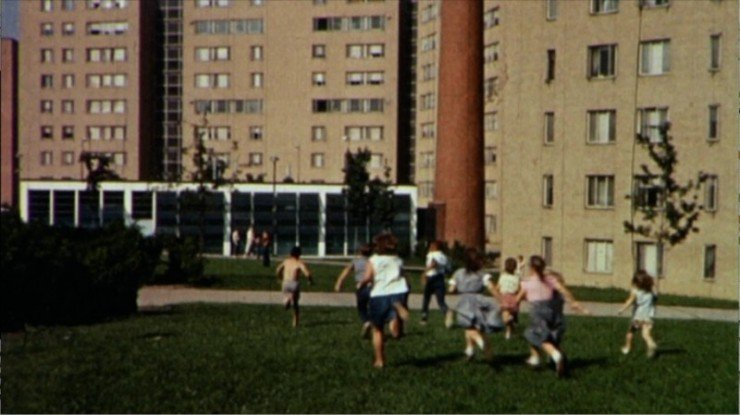 1935690