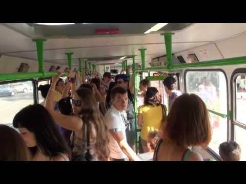 Касается его рукой на автобусе секс