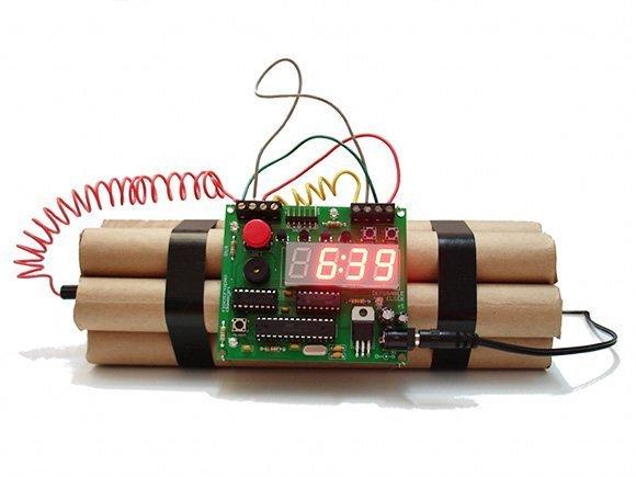 1370028401_defusable-alarm-clock_2011-09-07_23.17.45