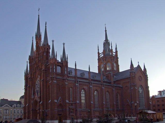 1377005171_moscow_catholic_church