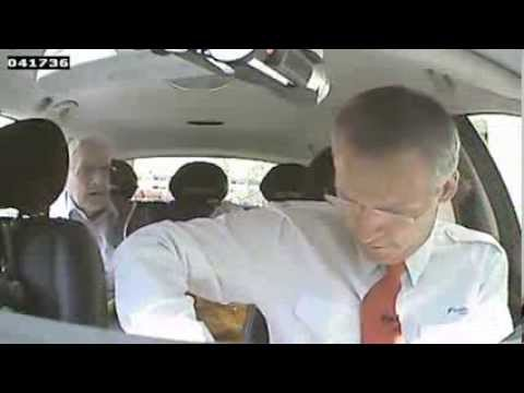 Премьер-министр Норвегии прикинулся таксистом