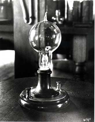 Дуговая лампа накаливания П.Яблочкова выданный Николаю Бенардосу и Станиславу Ольшевскому