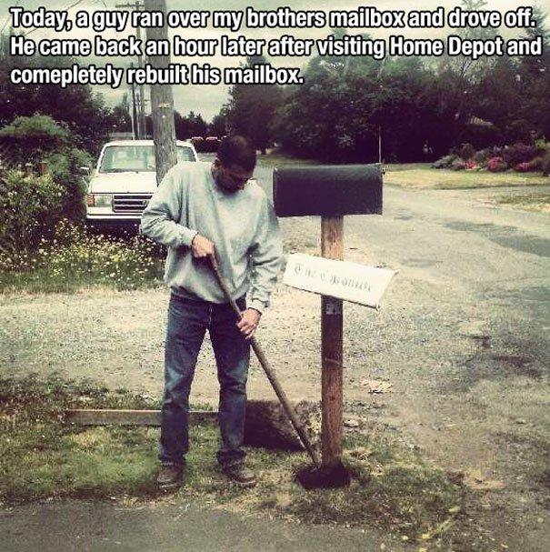 Этот парень наехал на почтовый ящик незнакомцев и уехал…