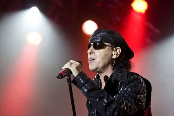 Вокалист Scorpions спел своему поклоннику песню Holiday по телефону