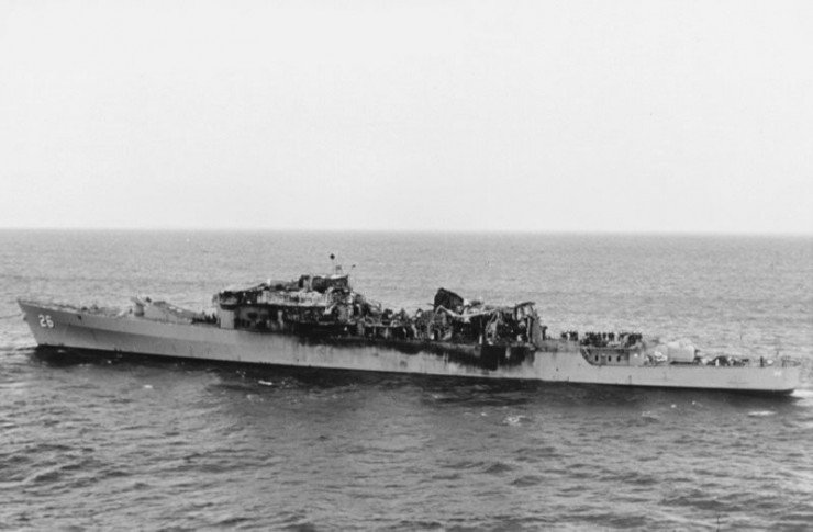 USS_Belknap_collision_damage