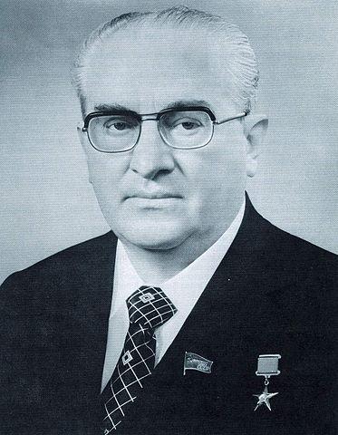 1391890880_373px-yuri_andropov_-_soviet_life_august_1983