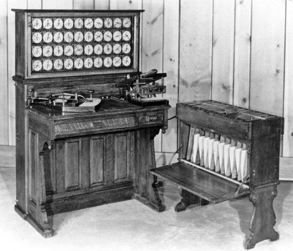 IBM, синий кит, до эры компьютеров производил счетно-аналитические машины, а также весы, сырорезки, перфорационные машины.