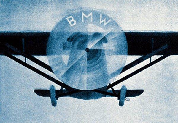 А вот автогигант BMW вначале специализировался на самолетах и двигателях для них.