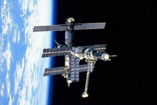 Орбитальная станция Мир.