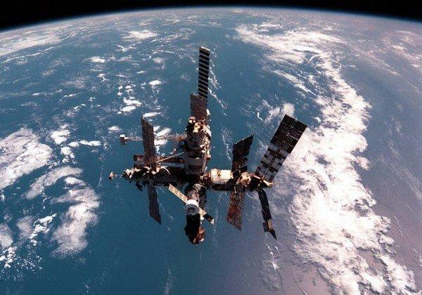 Орбитальная станция Мир в 1999 году.