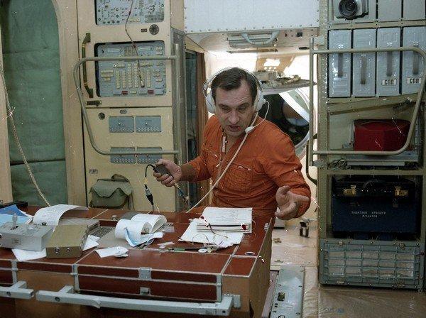 Валерий Поляков на станции Мир.