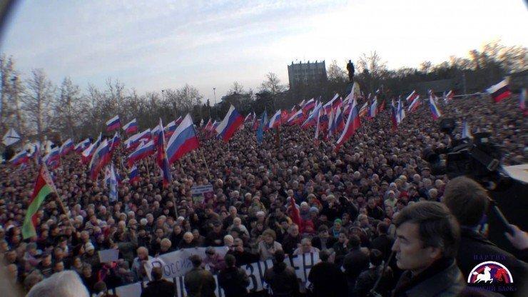 Севастополь встал против фашизма! 50 000 горожан поют «Вставай, страна огромная!»