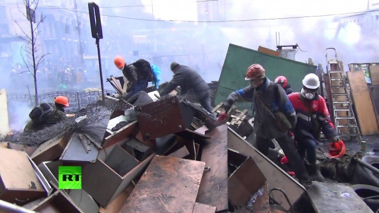 Журналист: Запад дирижирует происходящим на Украине