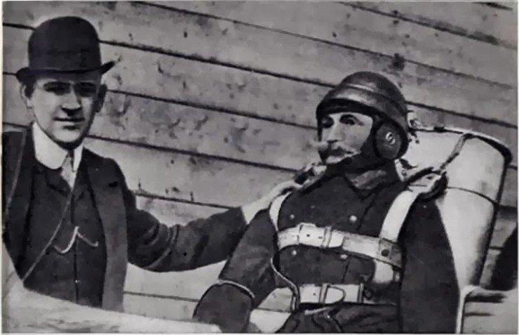 Глеб Котельников со своим изобретением