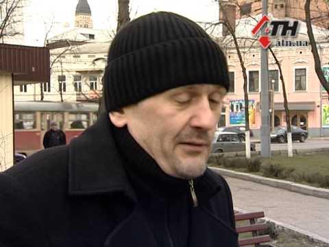 Мужик выразил свою гражданскую позицию у Харьковского военкомата