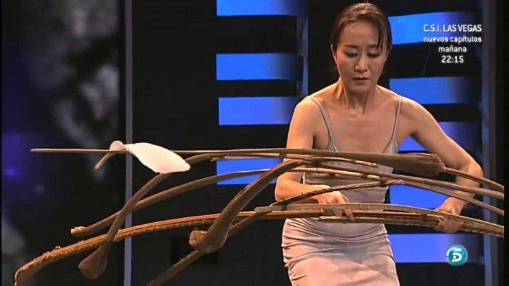 Невероятное искусство балансировки с помощью пера.