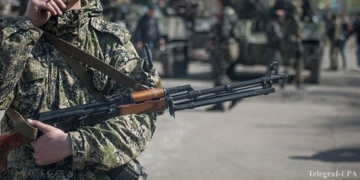 Ukrainian army tanks defect to join pro-Russian separatists