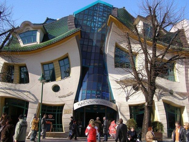 Сюрреалиста была построена в 2003 году