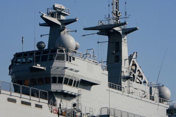 Россия покупает вертолетоносец «Мистраль» со всем навигационным и технологическим оборудованием, включая боевую навигацию, но вооружение и вертолеты на корабле будут российские.
