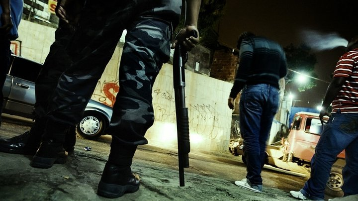 Gangs in Caracas - two faces of one noght