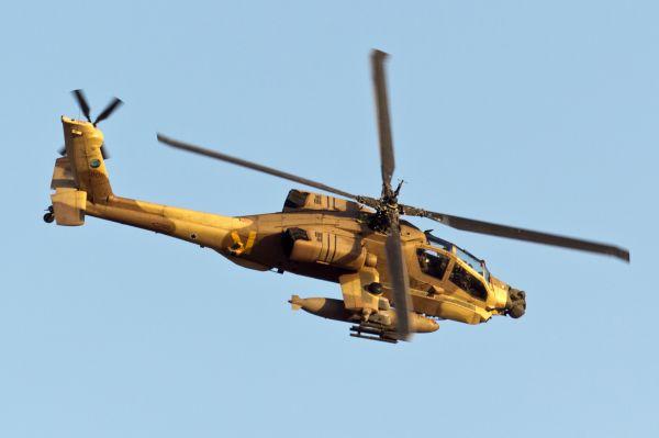 AH-64 «Апач». AH-64 «Апач» — основной ударный вертолёт Армии США, серийно производится и применяется в боевых действиях с середины 1980-х годов. Всего на вооружении ВВС 14 стран мира состоит более тысячи AH-64 «Апач», из которых 741 в США.