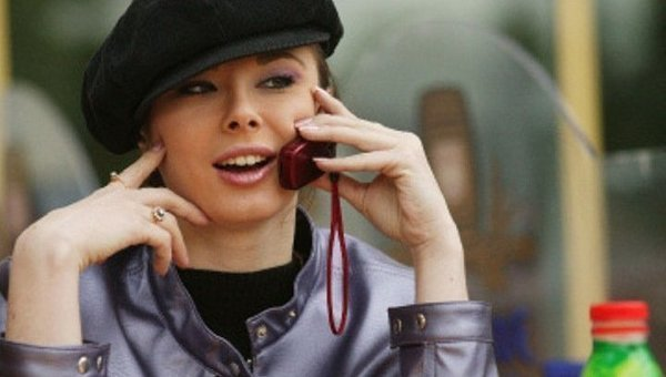 devushki-po-telefonu