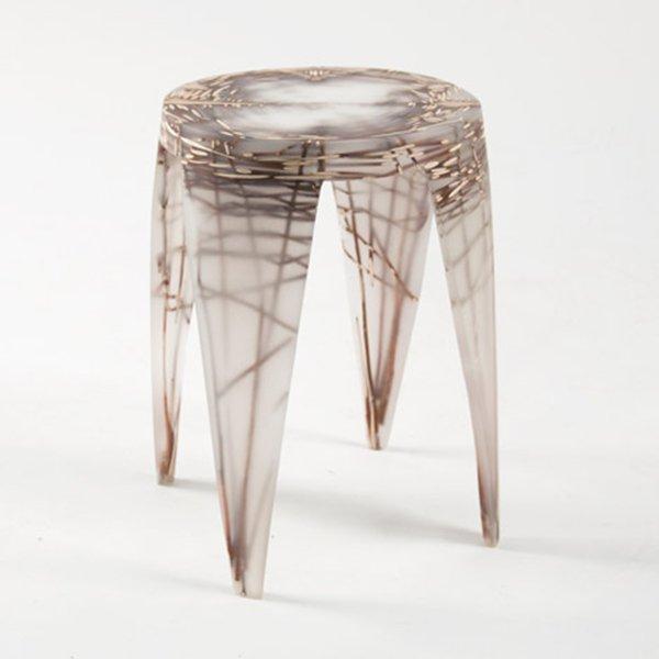 Мебель из прозрачной смолы от Wiktoria Szawiel.