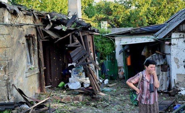 Осколочное ранение головы получил доцент Донецкой государственной академии Эдуард Крылов, его жена легко ранена