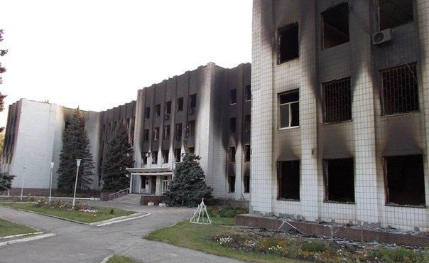 Шахтерск после обстрела украинской армией.