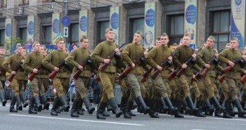 Ватники шагают по Киеву стройными рядами