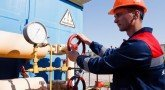 Яценюк поручил начать оплату российского газа