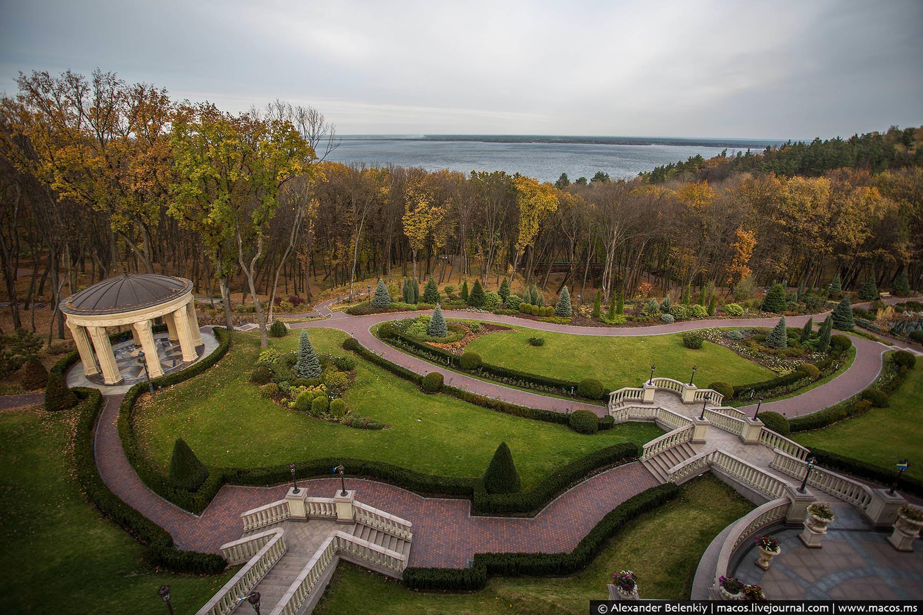 http://www.pravda-tv.ru/wp-content/uploads/2014/11/LR2014.10-UA-Residence-42.jpg