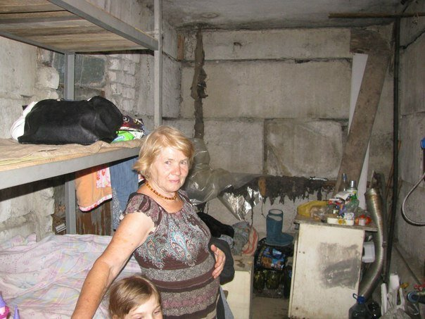 16.11.14 Первомайск. Это подвал, где жили люди, когда стреляли по городу... или ночевали в квартире - на полу между входной дверью и стеной. Так сказали безопасно.