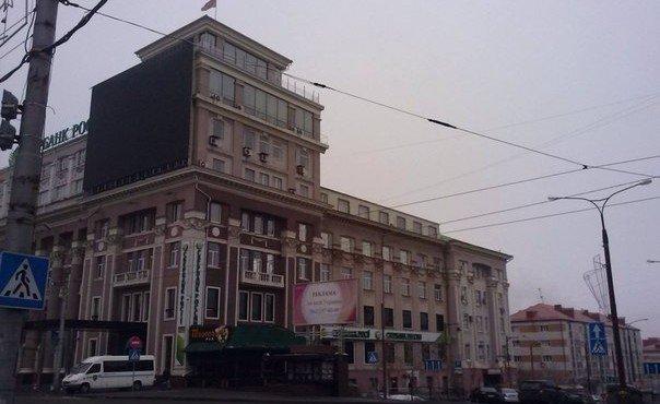 Донецк сегодня. В глаза бросается чистота на улицах, что в Макеевке, что в Донецке, что очень отличает города, охваченные войной, от мирно спящего Киева, погружающегося в мусор как на улицах города, так и многие люди погружаются в мусор сердцами.