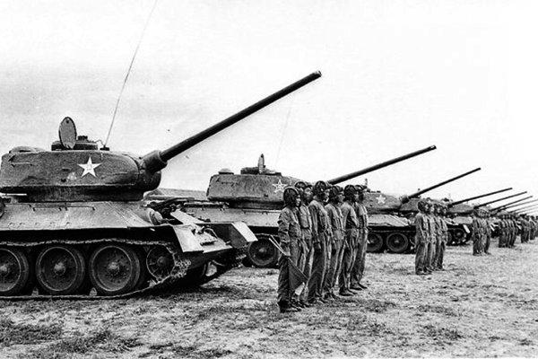 Советские танки Т-34 и Т-85 в Китае. Фото: wio.ru