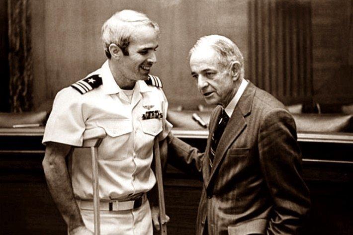 С папой, Джоном Маккейном Вторым