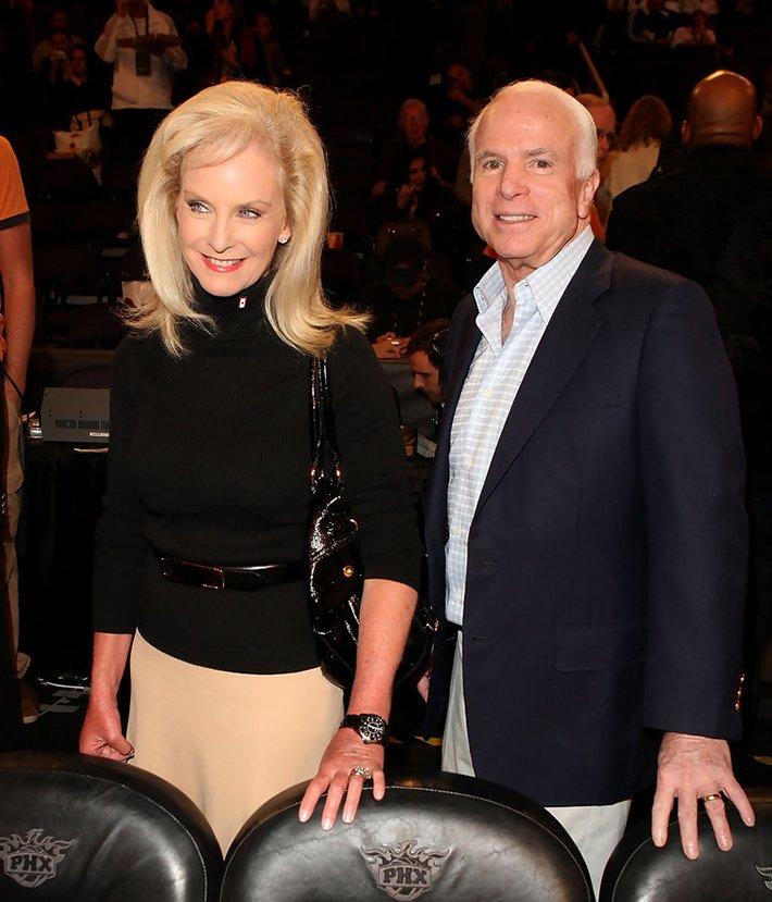 Со второй женой Синди Маккейн