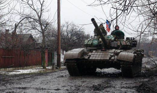 DPR army soldiers on outskirts of Vuhlehirsk