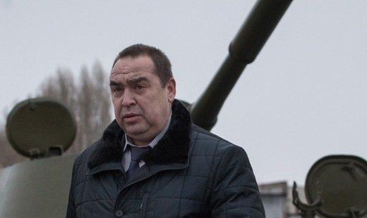 Глава ЛНР И.Плотницкий вручил боевое знамя артиллерийскому полку в Луганске