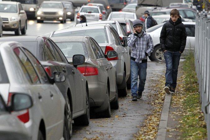 Незаконно припаркованные машины на улицах столицы