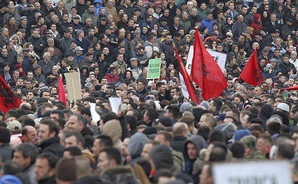albaniia_kosovo_miting_Hazir_Reka_Reuters_default