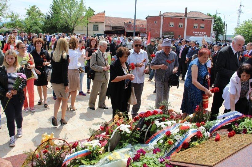 © Российско-сербский гуманитарный центр Мемориал воинам CCCР, погибшим от налета авиации США, в Сербии